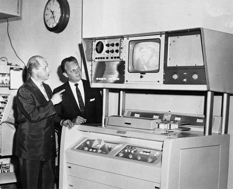Картинки по запросу 1956 - Американская компания Ampex продемонстрировала первый в истории видеомагнитофон.