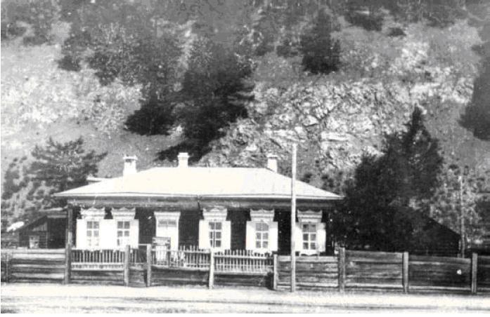 Здание Байкальской лимнологической станции Академии Наук СССР в с. Лиственичном на Байкале
